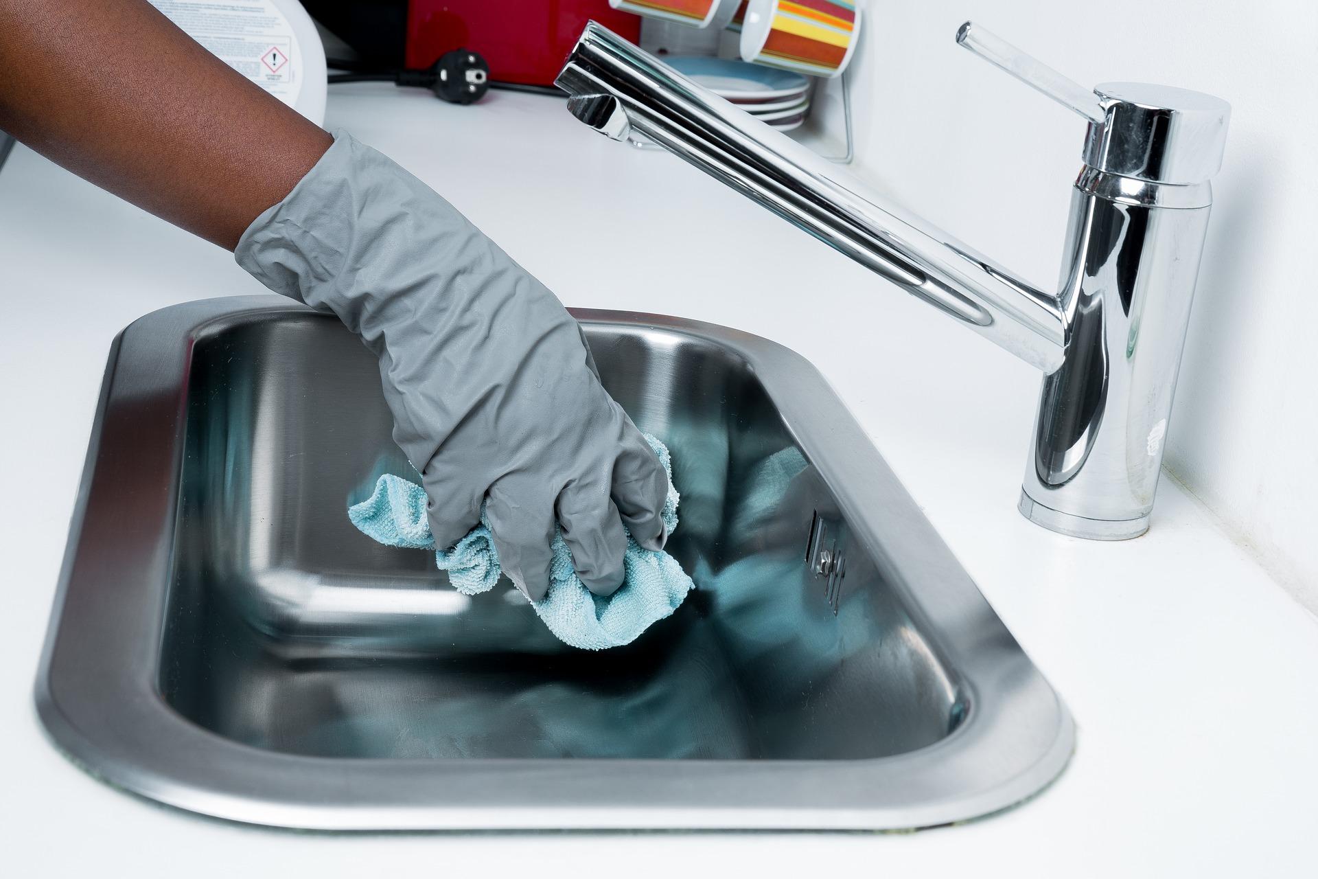 Welke plekken vergeten we meestal tijdens het poetsen?